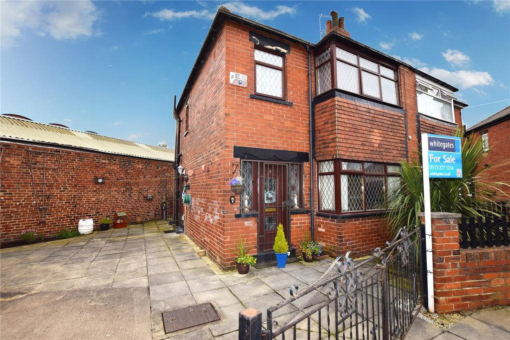 3 Bedrooms Semi Detached House for sale in Chatswood Drive, Leeds, West Yorkshire, LS11