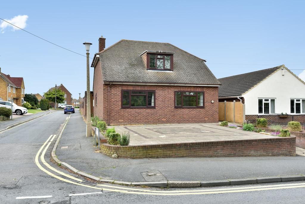 3 Bedrooms Detached Bungalow for sale in St Katherines Lane, Snodland