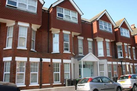 Studio to rent - Cambridge Road, Eastbourne, East Sussex