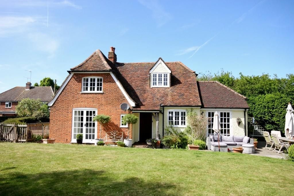 3 Bedrooms Detached House for sale in The Hoppitts, Park Lane, Puckeridge