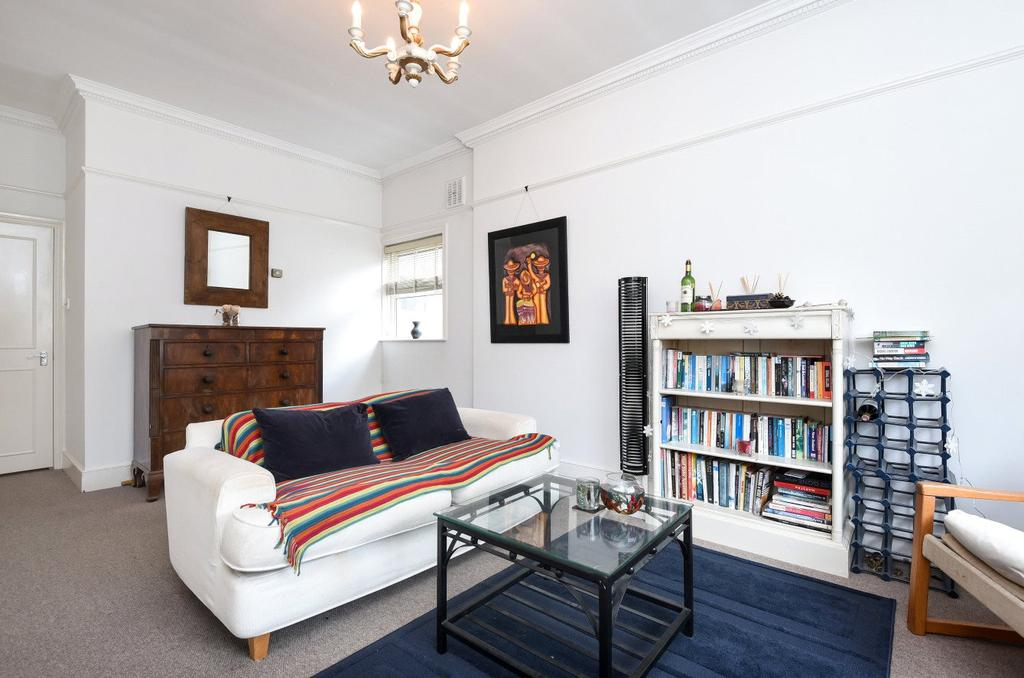 3 Bedrooms Flat for sale in Tynemouth Street, London