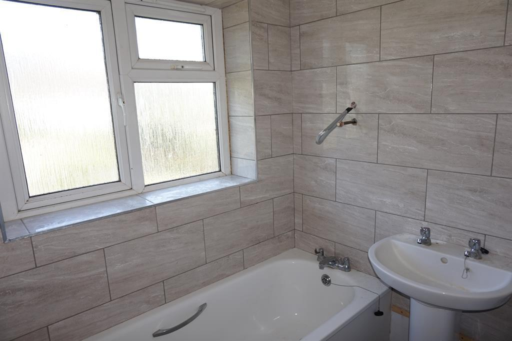 3 Bedrooms Semi Detached House for sale in Westover Road, Broadstairs, Kent, CT10 3EX