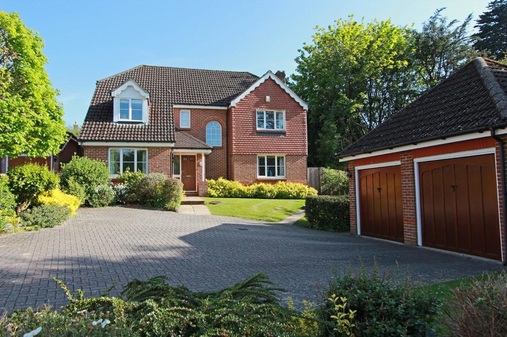 5 Bedrooms Detached House for sale in Holsart Close, Tadworth