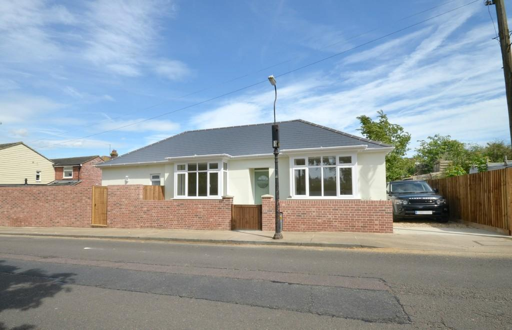 3 Bedrooms Detached Bungalow for sale in Berechurch Road, Abbey Fields, Colchester