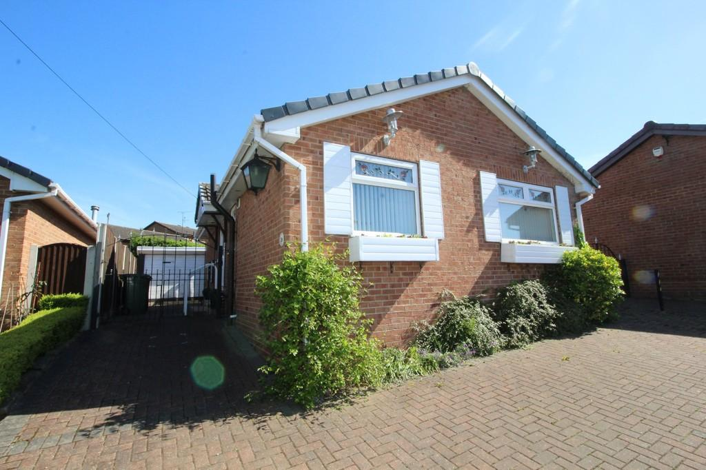 2 Bedrooms Detached Bungalow for sale in Rose Farm Approach, Altofts
