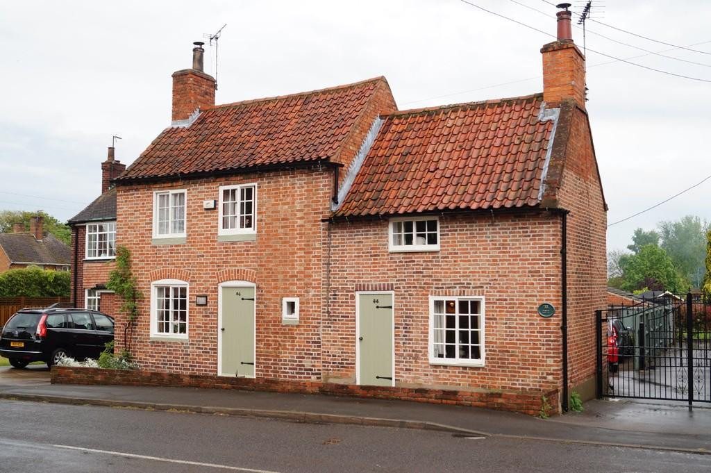 4 Bedrooms Cottage House for sale in High Street, Swinderby, Lincoln