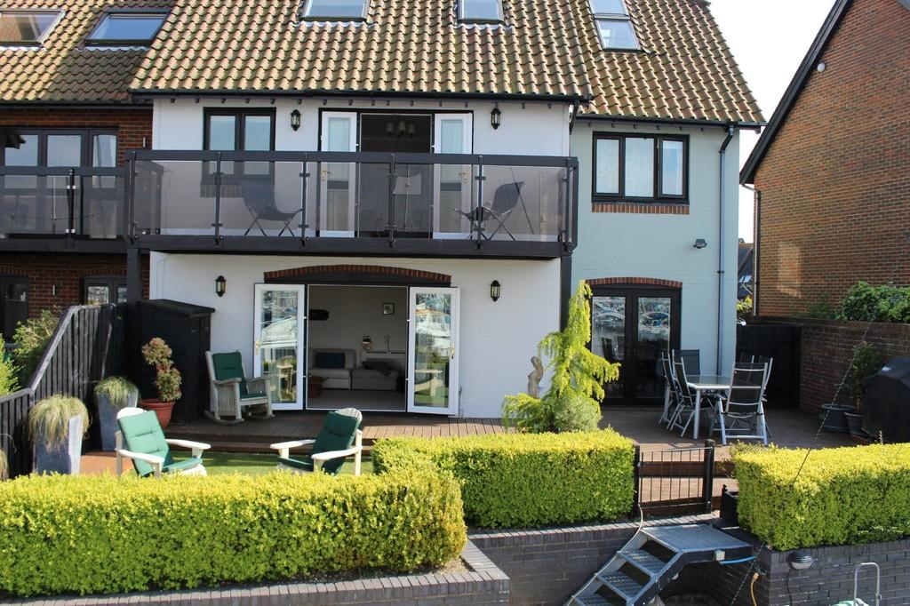4 Bedrooms End Of Terrace House for sale in Velsheda Court, Hythe Marina Village, Southampton