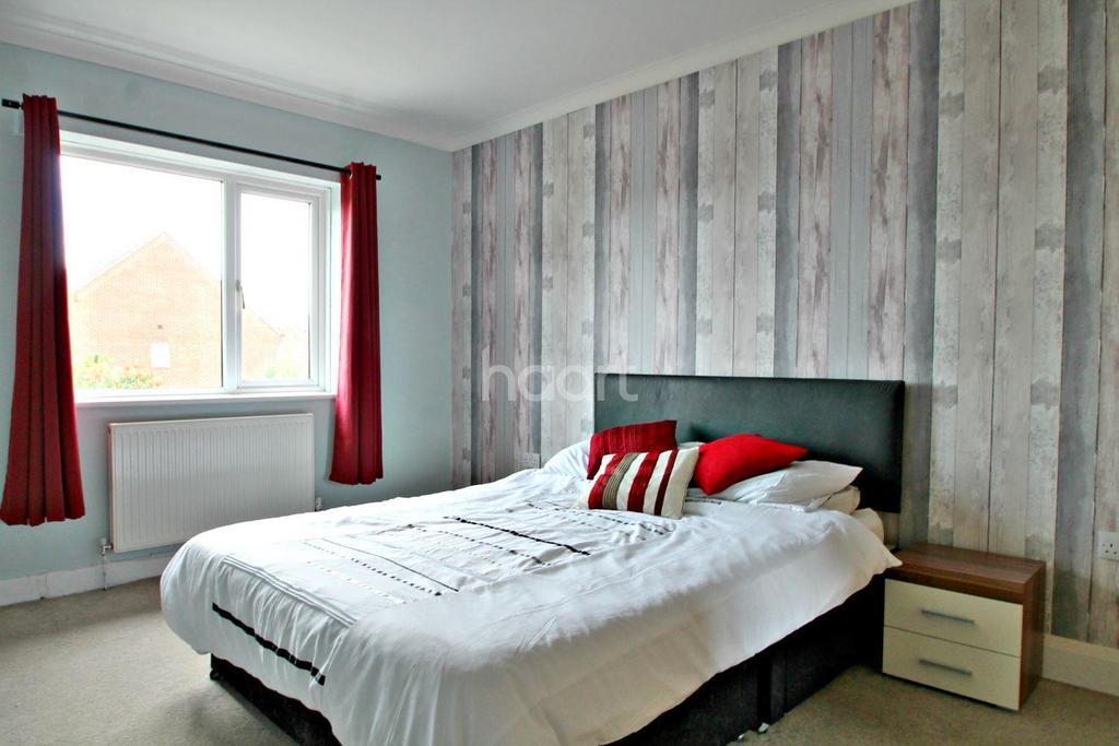 3 Bedrooms Semi Detached House for sale in Elm Road, Shoeburyness