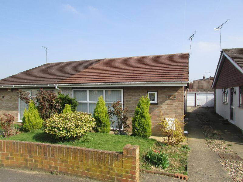 2 Bedrooms Semi Detached Bungalow for sale in Red Lodge Road, Bexley