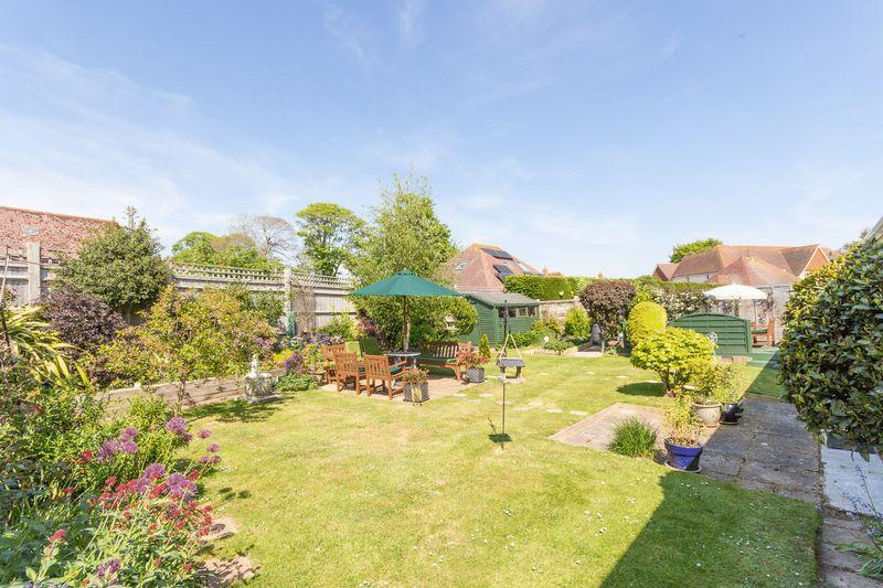 3 Bedrooms Detached Bungalow for sale in Rustington