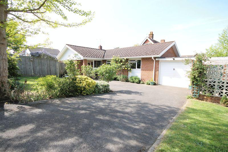 3 Bedrooms Detached Bungalow for sale in Greville Park Road, Ashtead