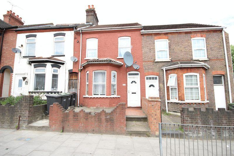 3 Bedrooms Terraced House for sale in Dallow Road, Luton