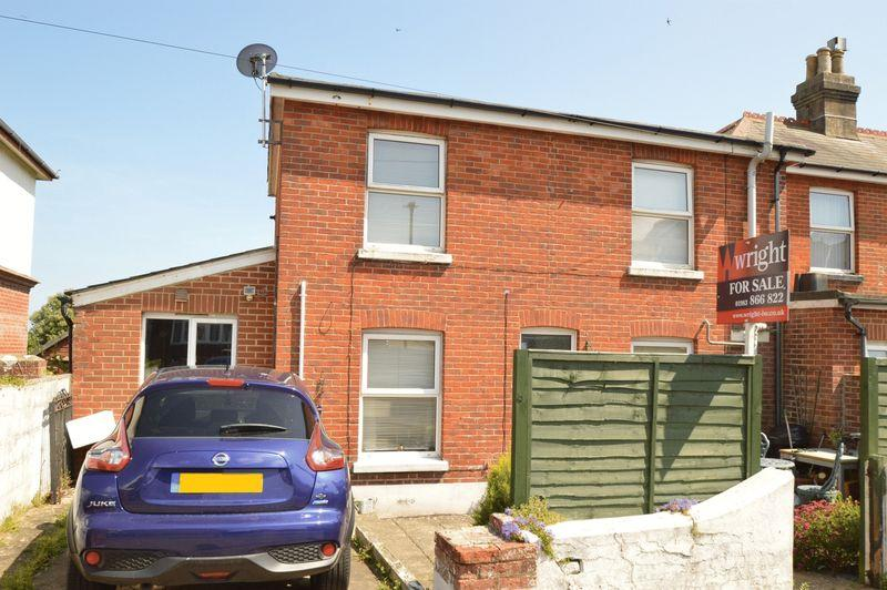 3 Bedrooms Semi Detached House for sale in SANDOWN