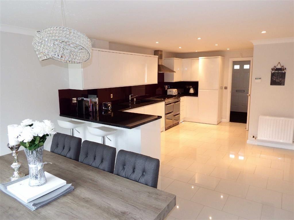 3 Bedrooms Town House for sale in Mendip Way, Stevenage, Hertfordshire, SG1