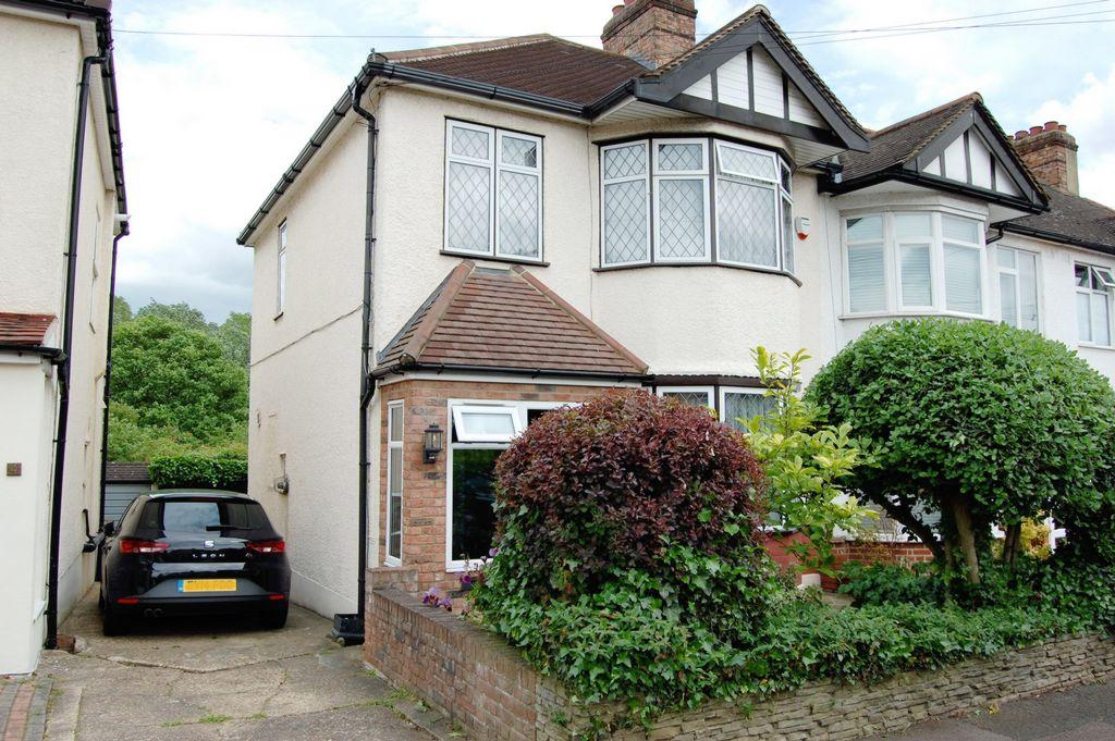 3 Bedrooms End Of Terrace House for sale in Bush Road, Buckhurst Hill, IG9