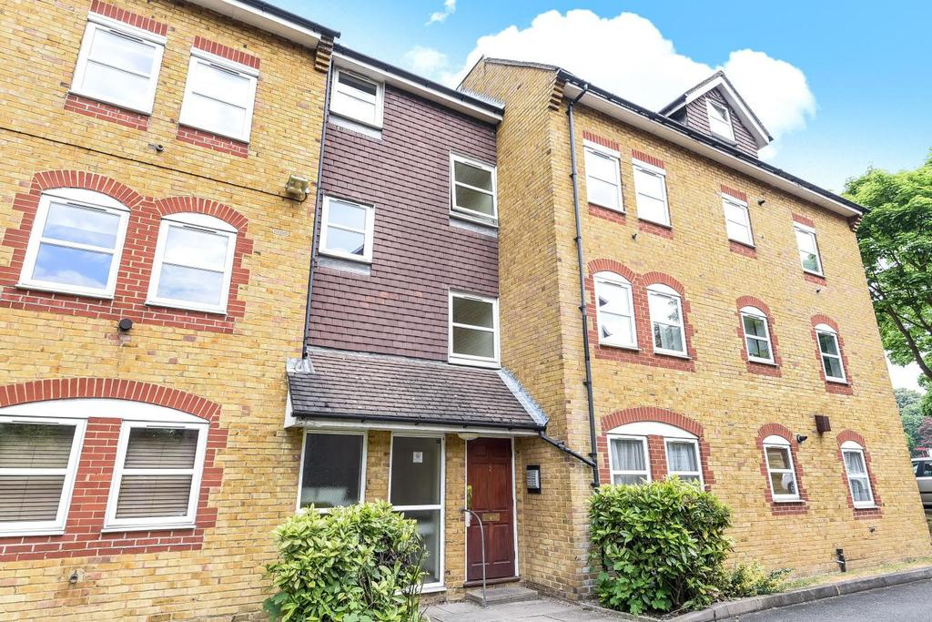 2 Bedrooms Flat for sale in Riggindale Road, Streatham, SW16