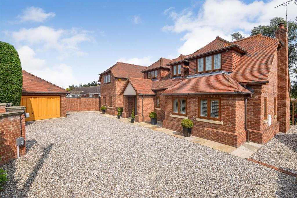 5 Bedrooms Detached House for sale in Maldon Road, Witham