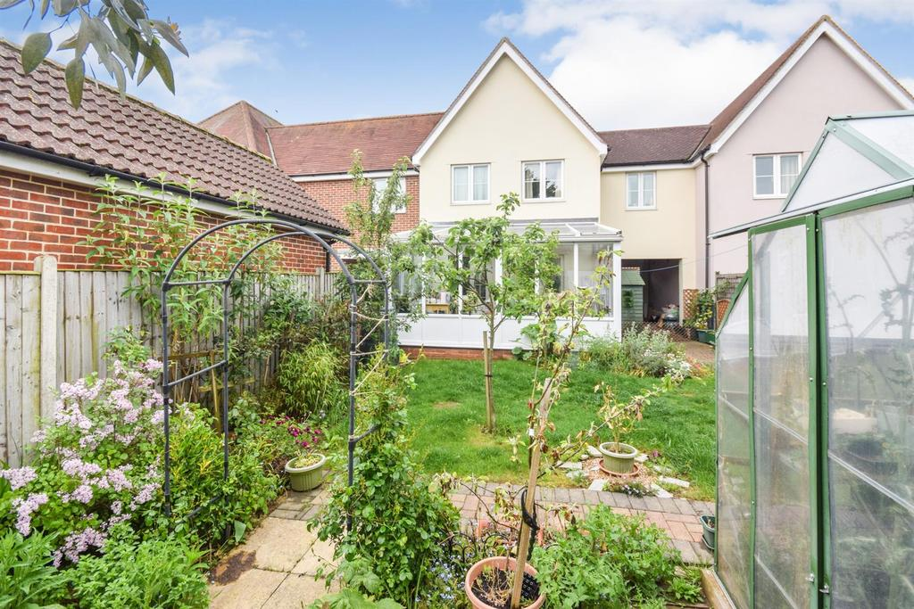 3 Bedrooms Semi Detached House for sale in Quince Court, Tiptree, Colchester