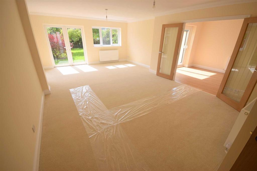 3 Bedrooms Bungalow for sale in Barbrook Lane, Tiptree