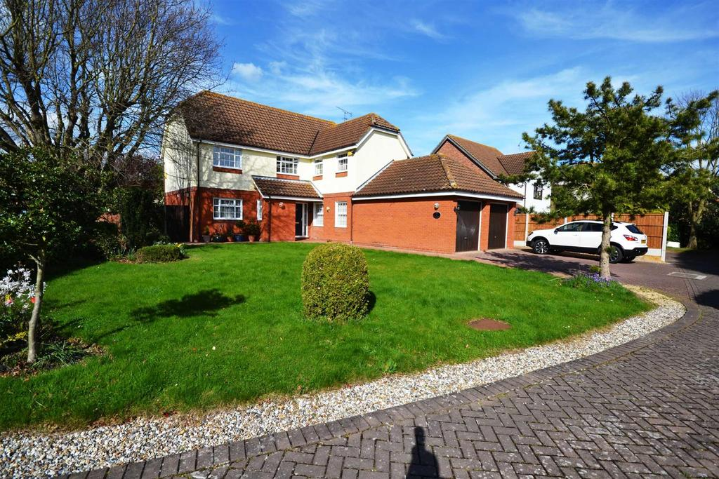 5 Bedrooms Detached House for sale in The Spinnaker, South Woodham Ferrers