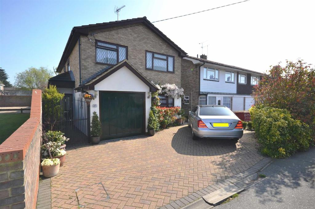 4 Bedrooms Detached House for sale in Hullbridge Road, South Woodham Ferrers