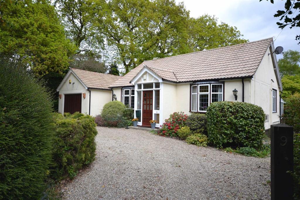 3 Bedrooms Bungalow for sale in Hyde Lane, Danbury