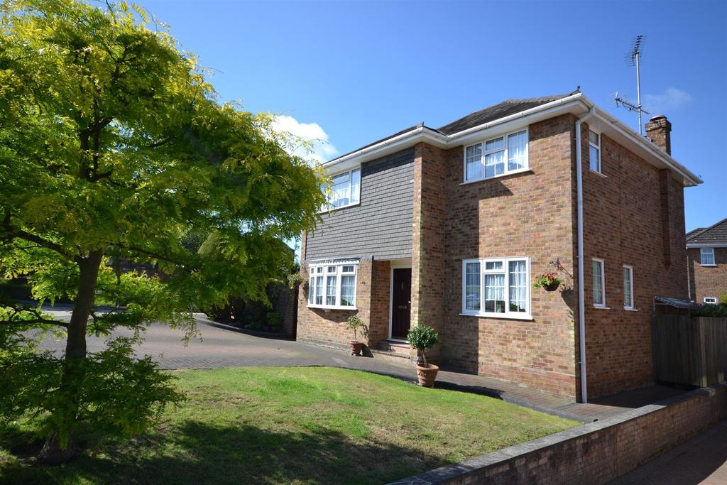 4 Bedrooms Detached House for sale in Danbury
