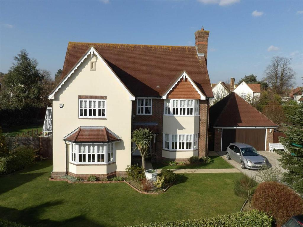 5 Bedrooms Detached House for sale in Compass Gardens, Burnham-on-Crouch