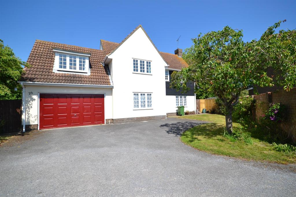5 Bedrooms Detached House for sale in The Cobbins, Burnham-on-Crouch
