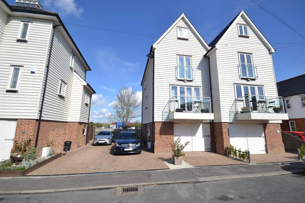 3 Bedrooms Town House for sale in Coronation Road, Burnham-on-Crouch