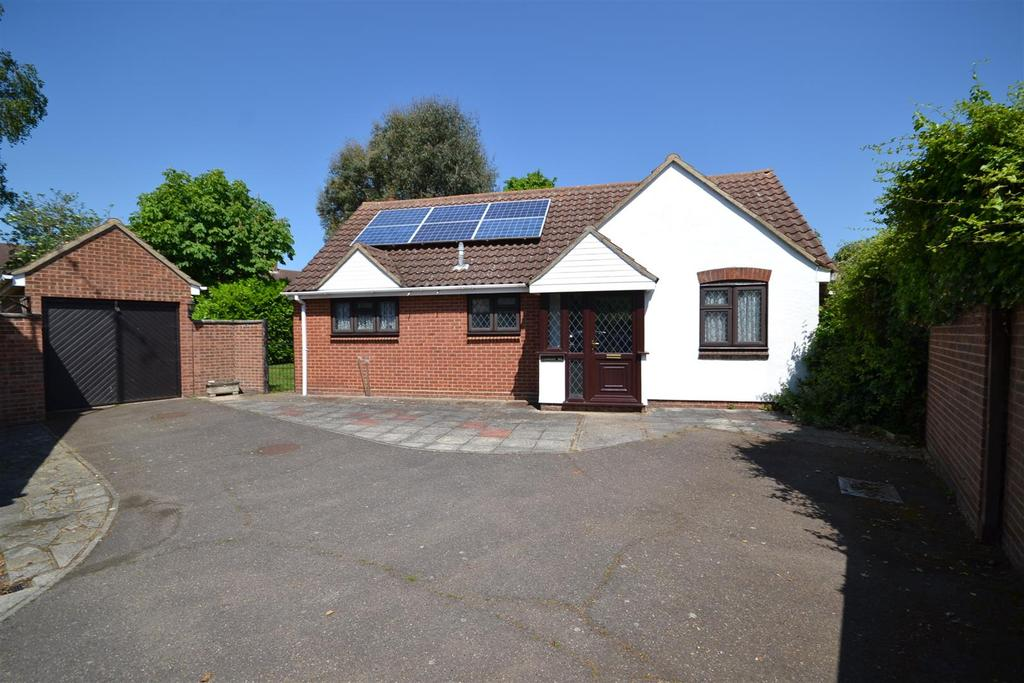 2 Bedrooms Bungalow for sale in Riverside Road, Burnham-on-Crouch