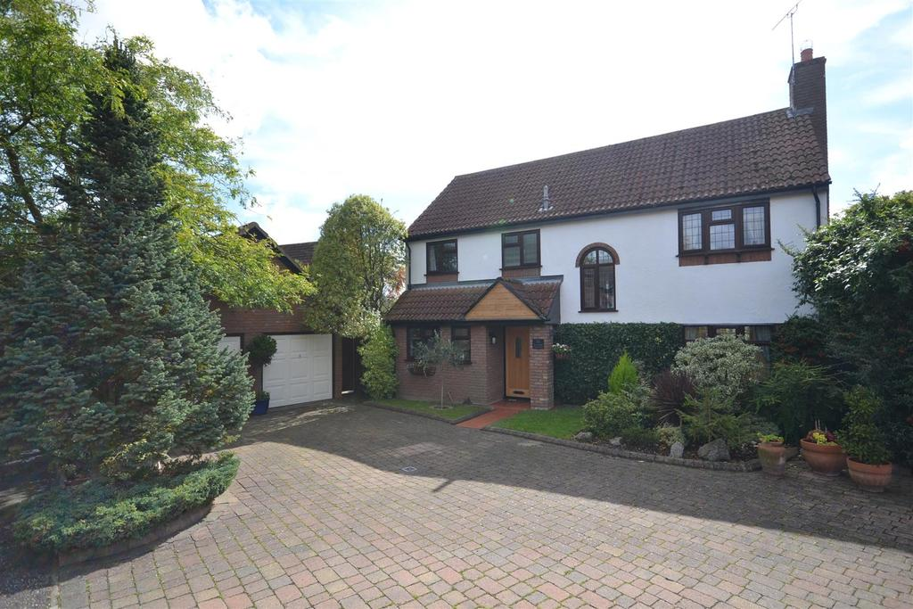 4 Bedrooms Detached House for sale in Vicarage Meadow, Southminster