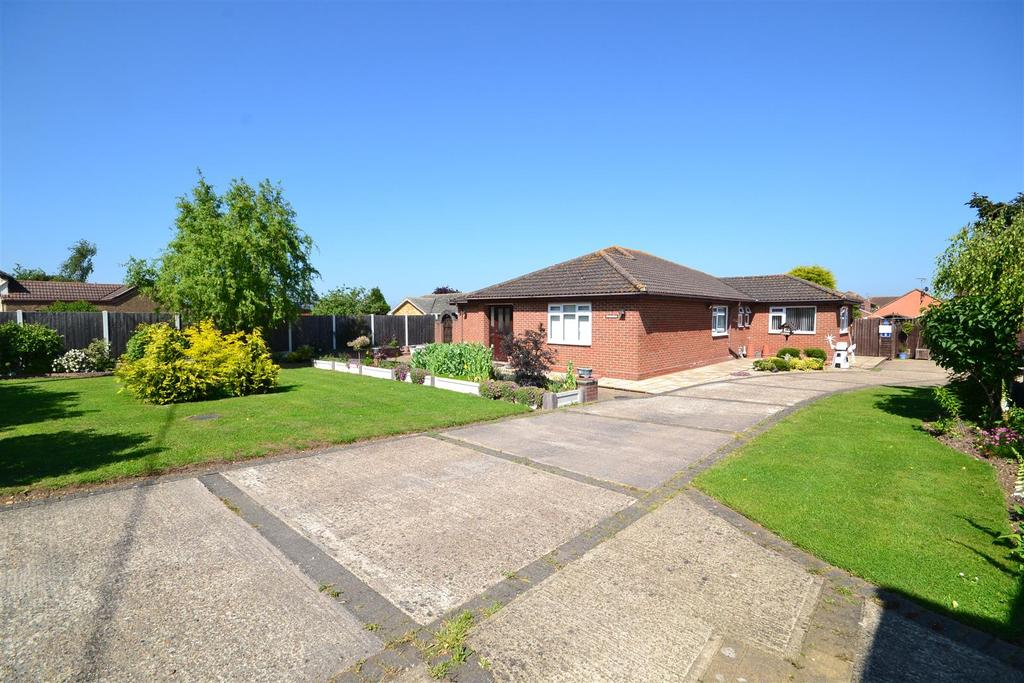 3 Bedrooms Bungalow for sale in Summerhill, Althorne