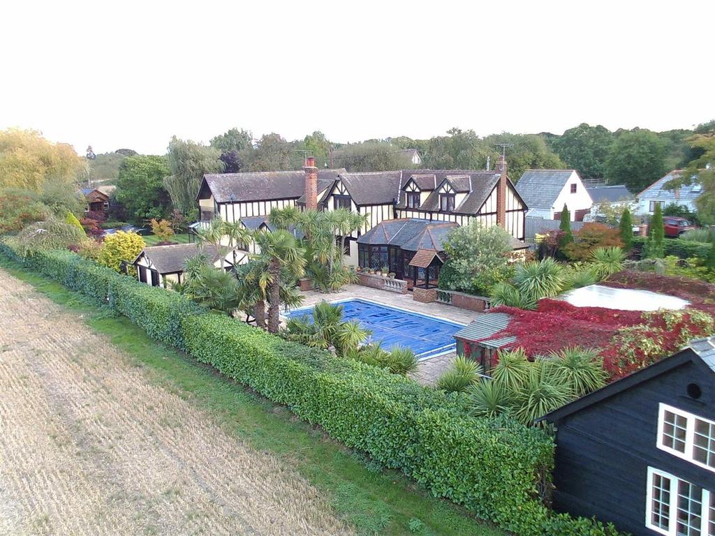 5 Bedrooms Detached House for sale in Maldon Road, Bradwell-on-Sea