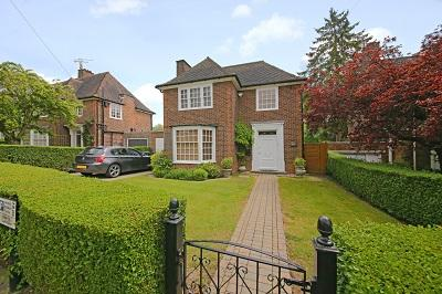 3 Bedrooms Detached House for sale in Gurney Drive