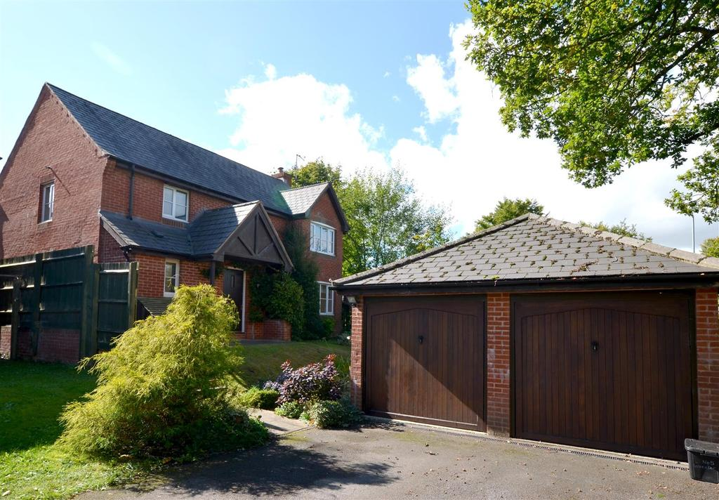 4 Bedrooms Detached House for sale in Wheeler Close, Pewsey
