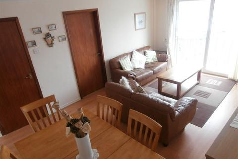 2 bedroom flat to rent - Penryce Court