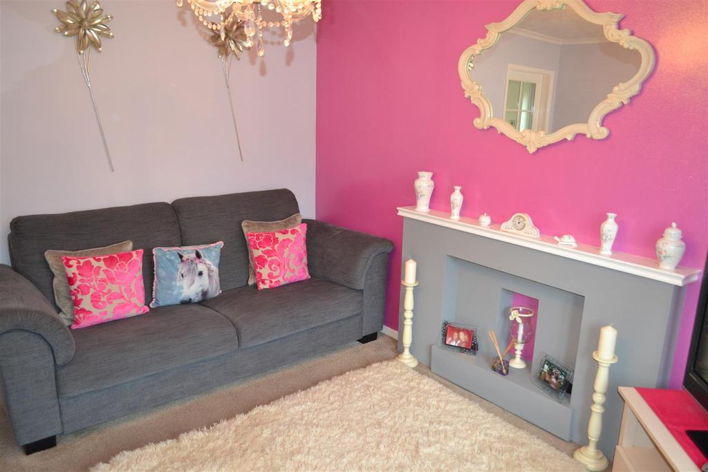 2 Bedrooms Semi Detached House for sale in Maycroft Close, Hednesford, Cannock