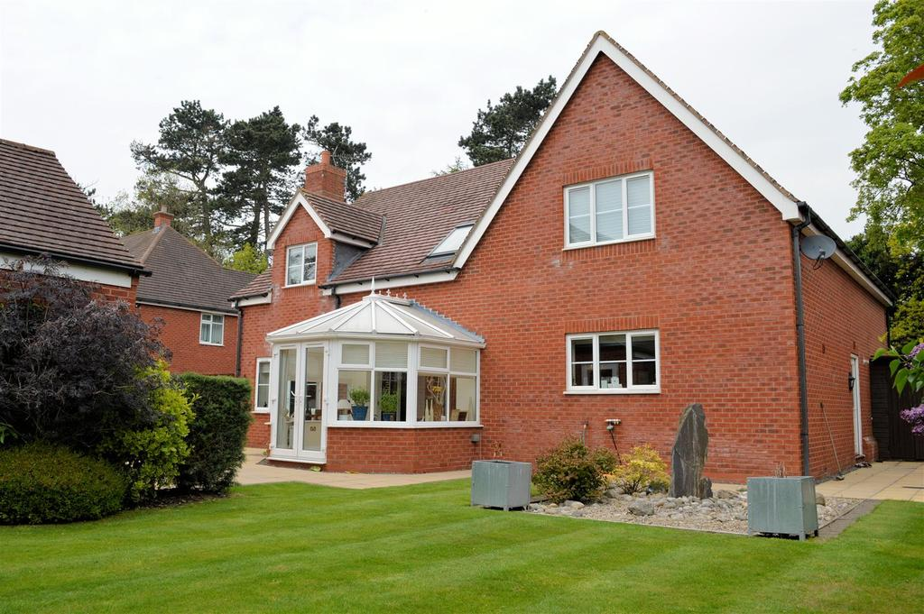 5 Bedrooms Detached House for sale in The Pines, Bushby, Leicester