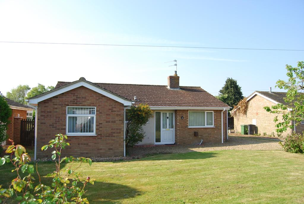 3 Bedrooms Detached Bungalow for sale in Middlemarch Road, Dereham NR19