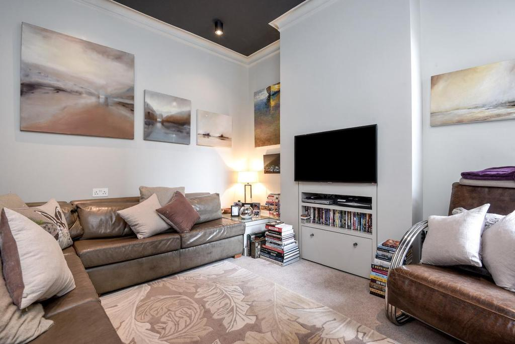 5 Bedrooms Terraced House for sale in Parklands Road, Furzedown, SW16