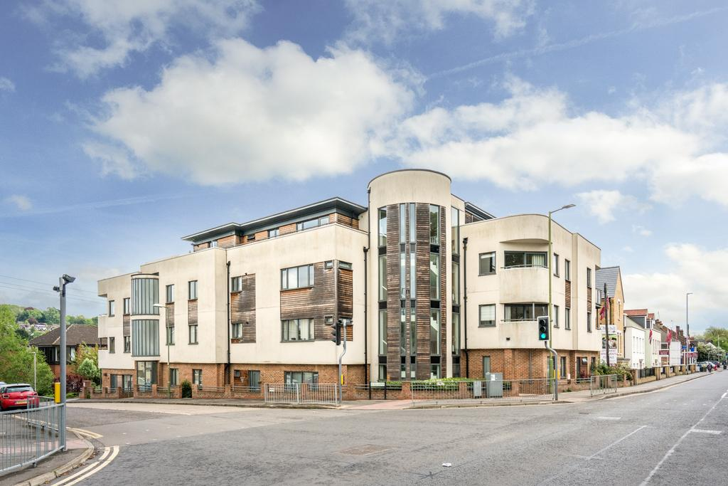 2 Bedrooms Penthouse Flat for sale in Stag Lane, Berkhamsted HP4