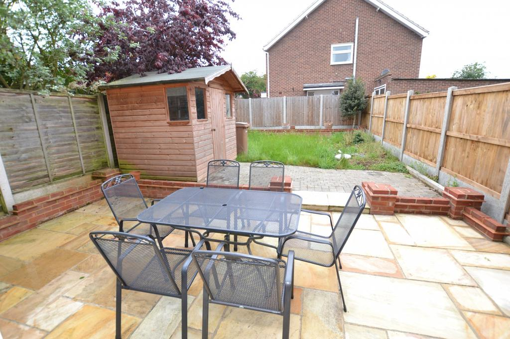 3 Bedrooms Semi Detached House for sale in Hollywood Close, Chelmsford, Essex, CM2