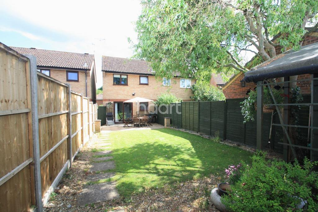 3 Bedrooms Semi Detached House for sale in Primrose Close, Thetford