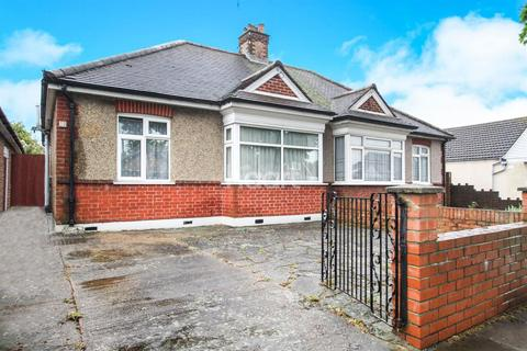 3 bedroom bungalow for sale - Greenford