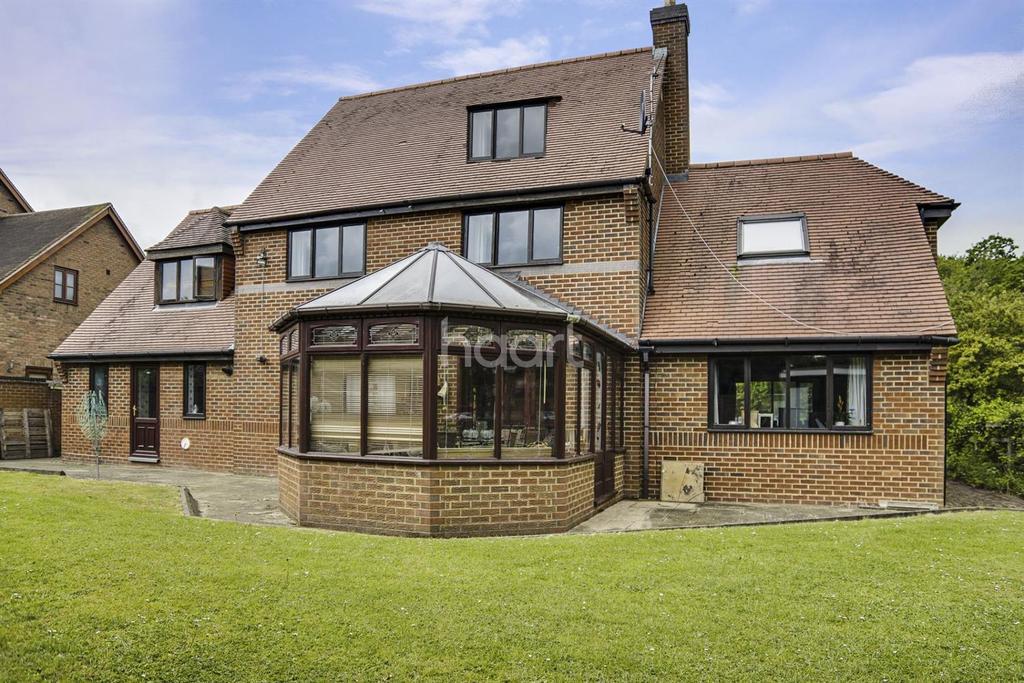 5 Bedrooms Detached House for sale in Willen, Milton Keynes