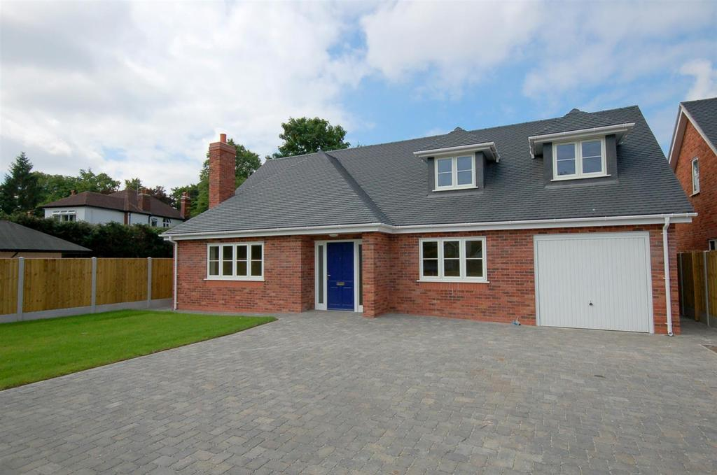 4 Bedrooms Detached House for sale in The Bowling Green, Alsager