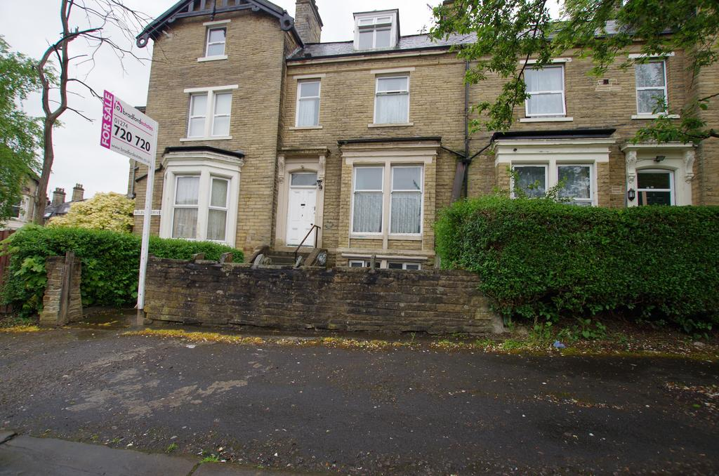 5 Bedrooms House for sale in WELBURY DRIVE, BRADFORD BD8 7QH