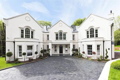 5 bedroom detached house for sale - The Spinney, Queens Drive, Oxshott, KT22