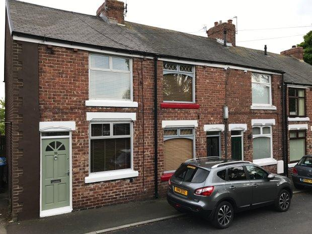 2 Bedrooms Terraced House for sale in CLAPPERSGATE, EASINGTON VILLAGE, PETERLEE AREA VILLAGES